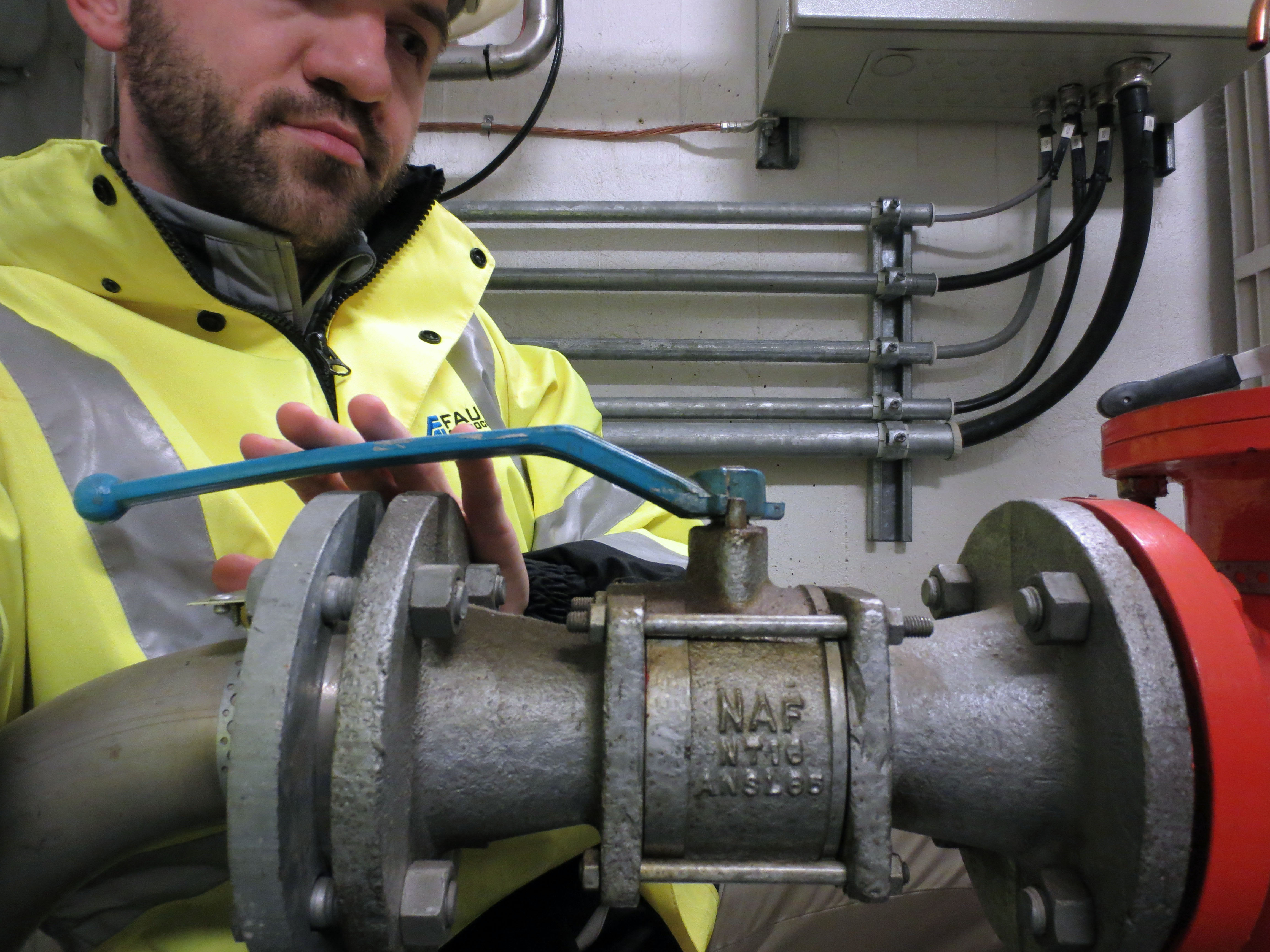 Seismic   Damian valve blue handle