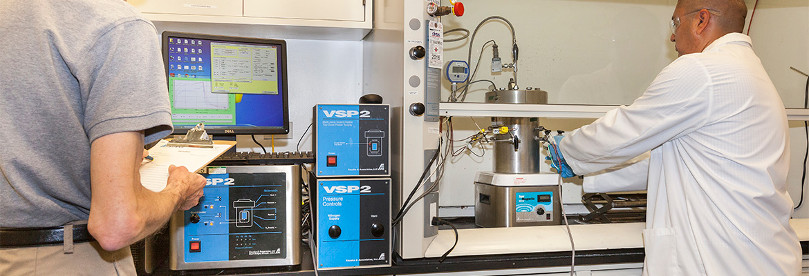 vsp2-employees-in-the-lab